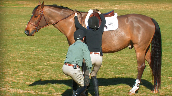 Learn How To Properly Get On And Off Your Horse