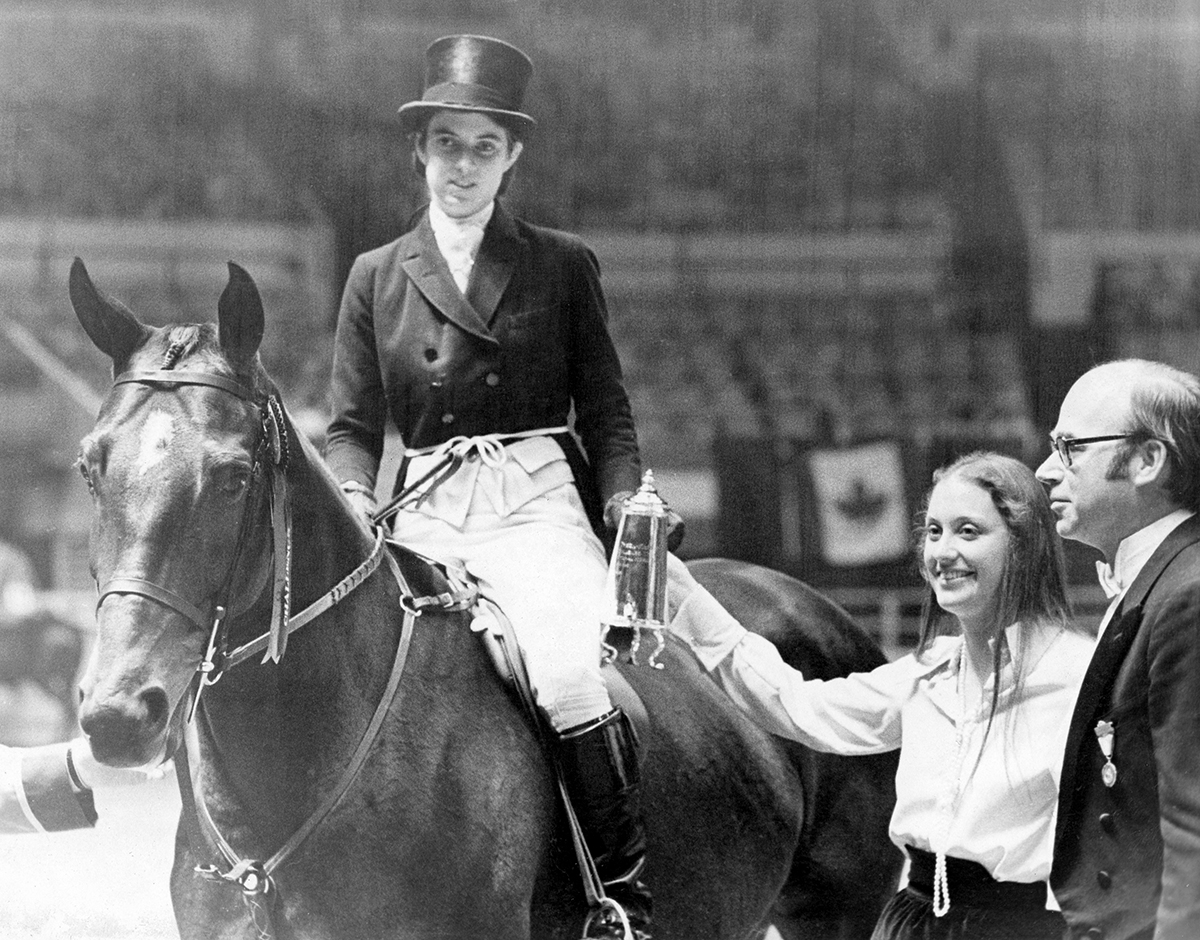 Sign The Card with Jane Womble (now Gaston up) – Regular Working Hunter Champion at The National Horse Show in 1972.