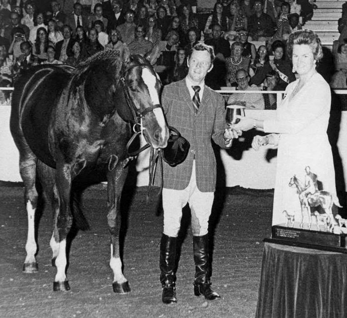 Sir Thomson with Noel Twyman during winning class presentation at Washington International in 1972